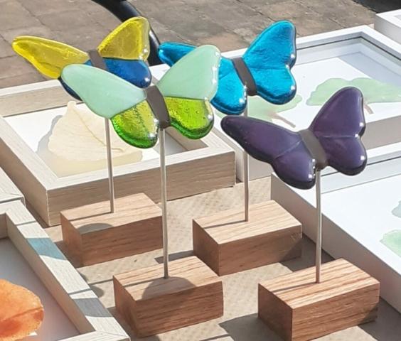 Vlinders (glas, aluminium, hout) - detail